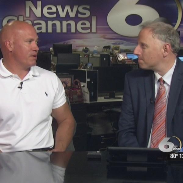 Chris Kane talks with Phil Weathers_141774