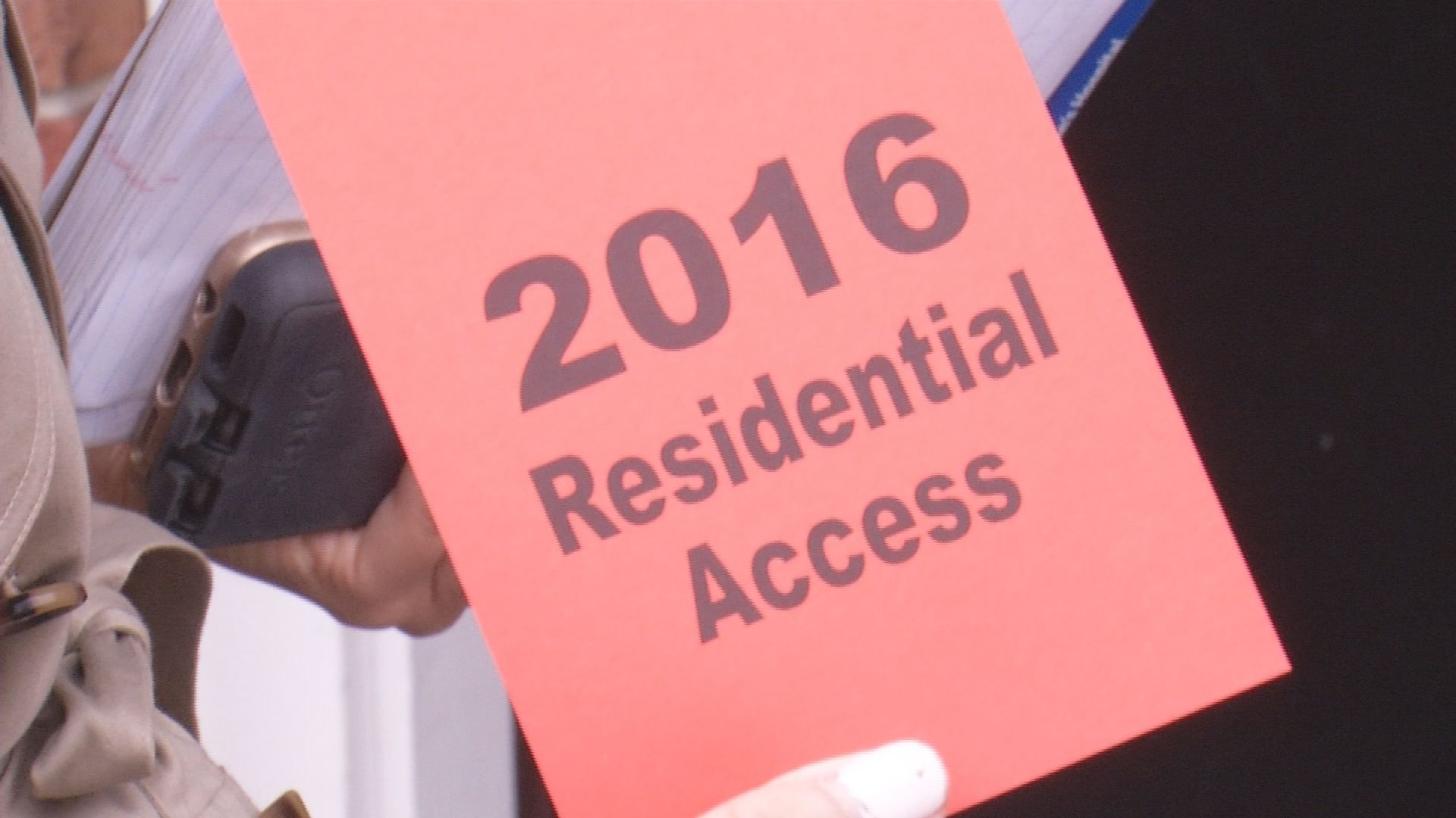 Masters 2016 residential access passes allow residents to get through their neighborhood._133827
