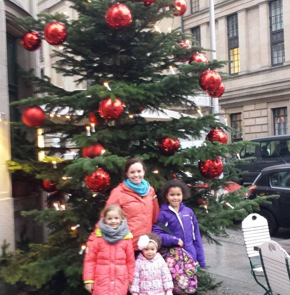 owens-and-kids-w-tree_205448