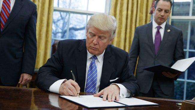 trump-signing_213235