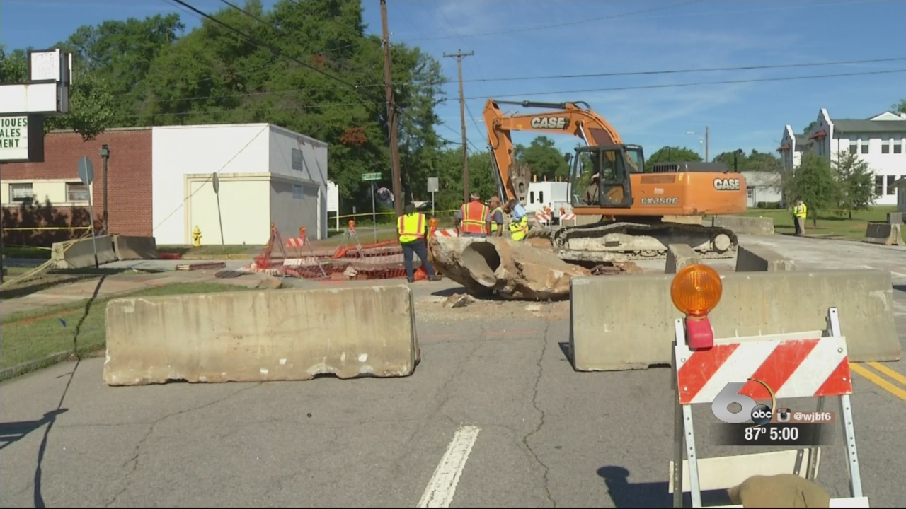 Central Avenue sink hole has Business worried about disruption