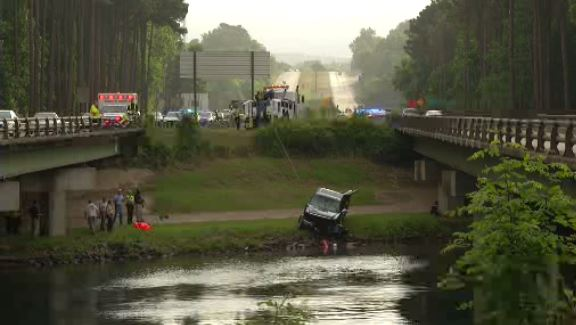 Truck in Canal_264368