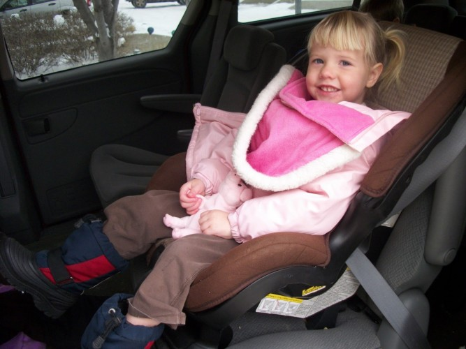 KID IN CARSEAT_272013