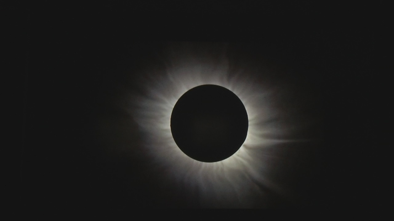 TotalSolarEclipse_289827