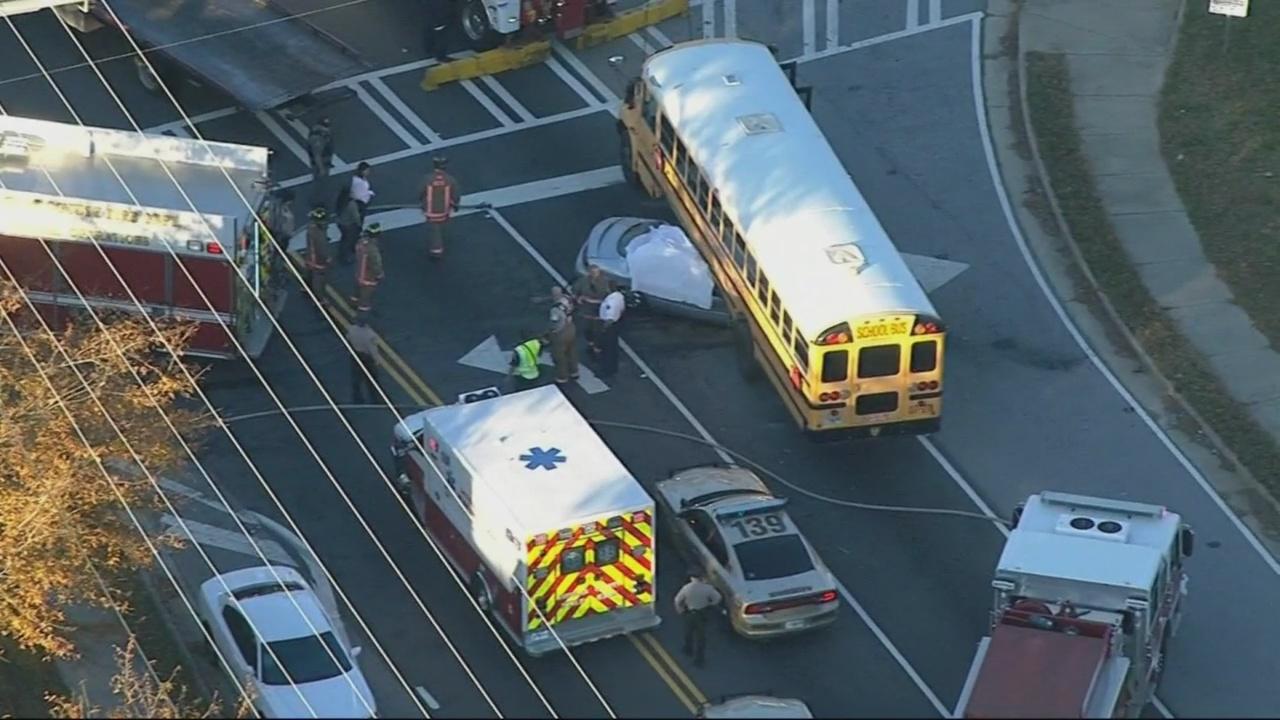 bus crash in douglasville 11-28-17_347802