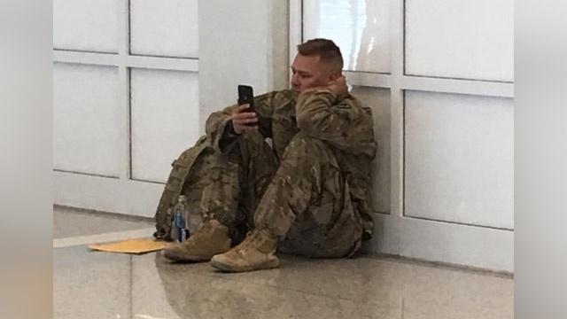 airport-soldier-1525782029_1525801959976_42046948_ver1.0_640_360_1525809857990.jpg