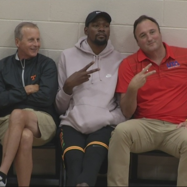 Kevin_Durant_makes_appearance_on_day_thr_0_20180713222925