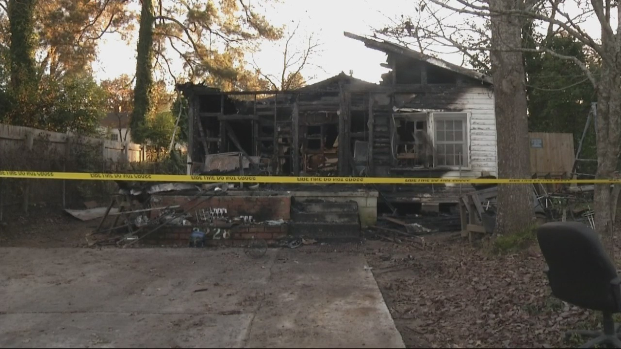 Deadly_house_fire_investigated_as__suspi_0_20181219005916