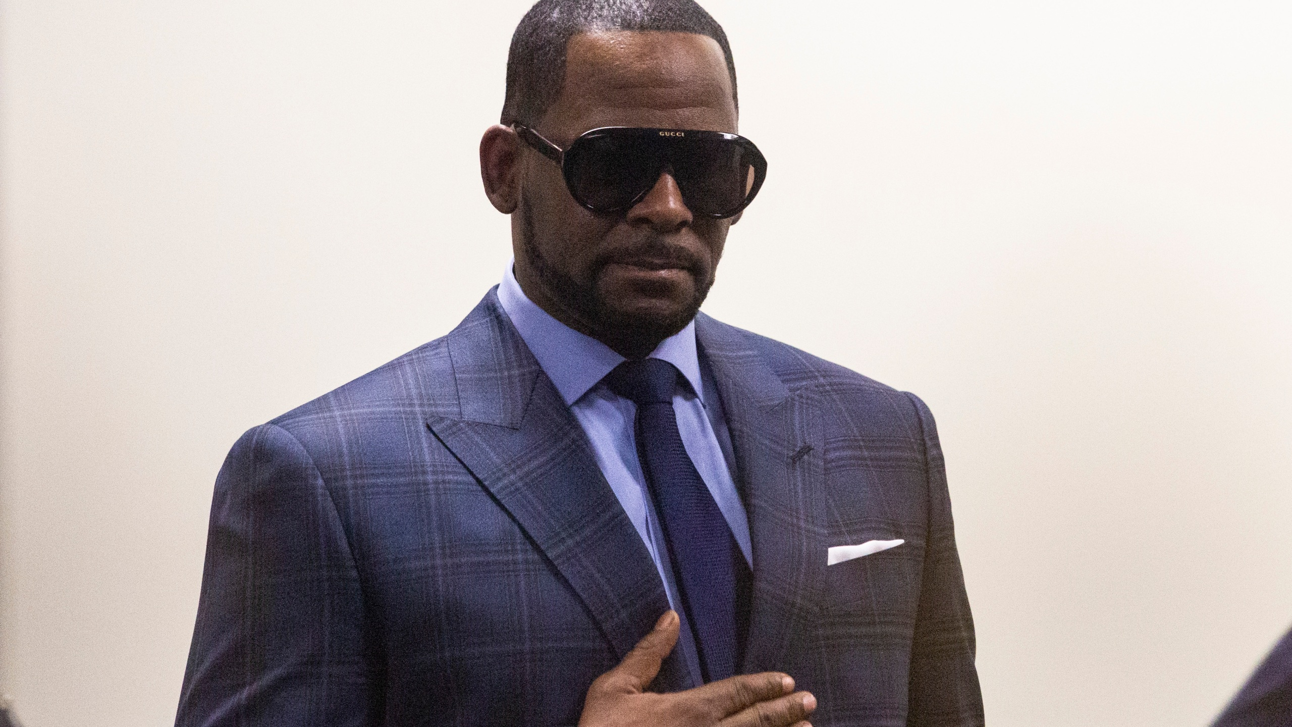 R_Kelly_Investigations_56295-159532.jpg42394373