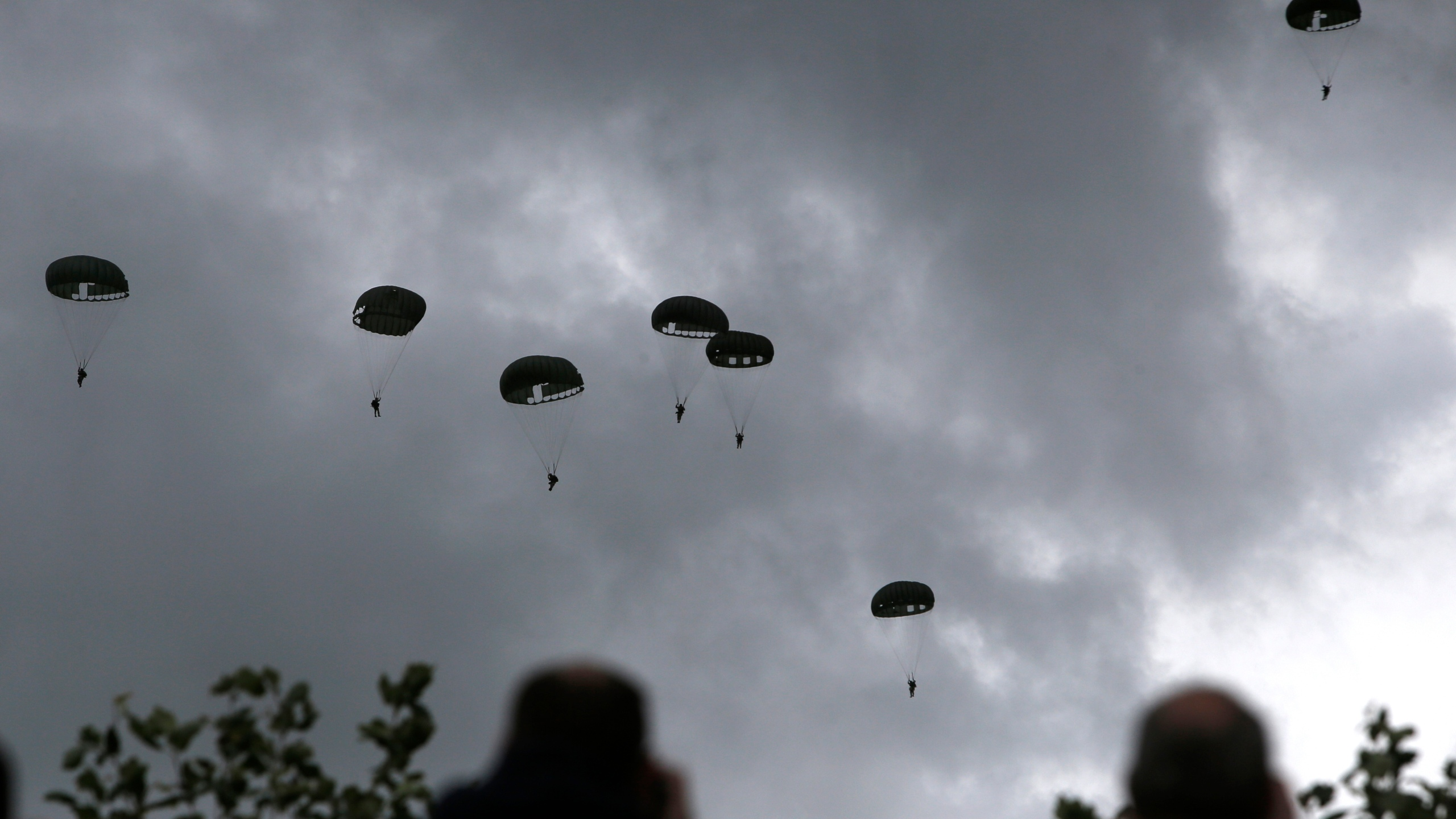 France_D-Day-Parachuting_Into_Normandy_73761-159532.jpg23150428